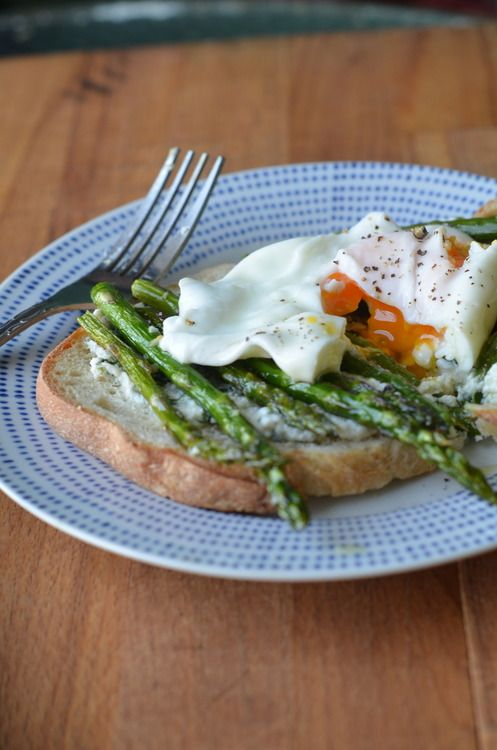 Poached Eggs Toast with Roasted Asparagus and Herbed Ricotta