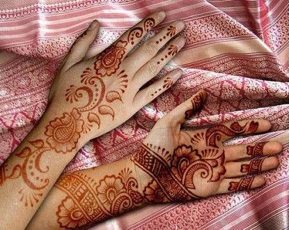 Arabian Mehndi designs are the basically the design of the Indian and Pakistani mehndi designs.