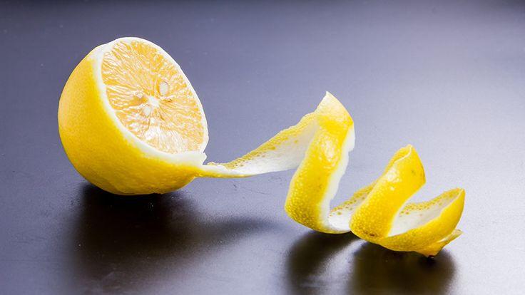 Lemonad? Njaa, inte riktigt men man skulle nästan kunna tro det! Frisk och fräsch drink med cava, gin och citron. Jag älskar kombinationen gin och citron! Tillsätt bubbel och den här drinken...