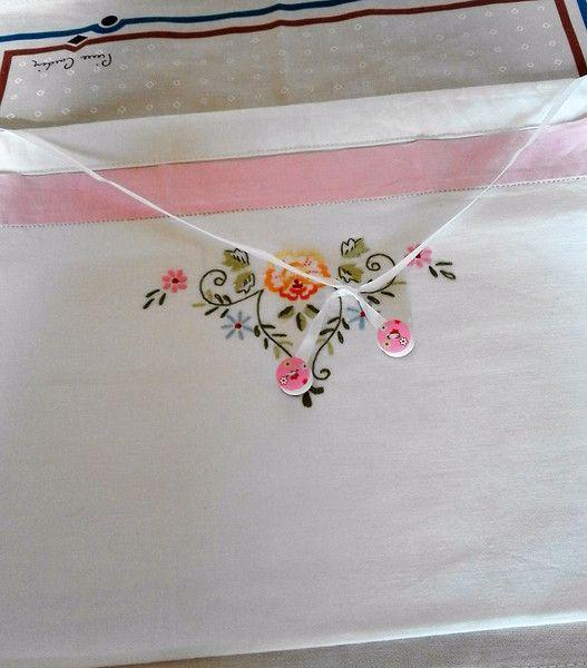 Complementi per fasciatoi - porta pannolini ricamato bambina - un prodotto unico di bandullera su DaWanda