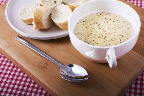 Een ongelooflijk makkelijk en lekker mosterdsoep recept dat je in minder dan 30 minuten kan maken met weinig ingrediënten: dus ook nog eens goedkoop.