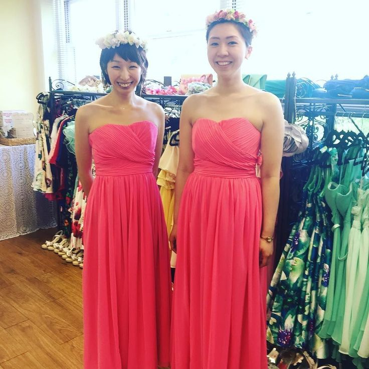 6月ご来店のお客様ご紹介 ピンクのロングドレスはハワイの青空青い海に映える人気のカラー 花冠ハクレイをしたらブライズメイド気分もグッとアップ ご来店ありがとうございました