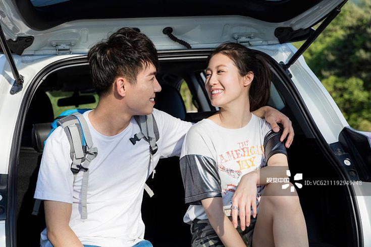快乐年轻情侣在车里休息图片素材下载 正版图片vcg211192949248 Vcg Com In 2021 Creative