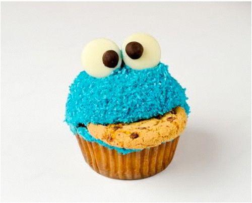 Koekie monster van Sesamstraat als Cupcake. Onwijs leuk om te maken tijdens een kinderfeestje.  http://www.cupcakesenmuffins.nl/cupcakefun/koekiemonster-cupcake/