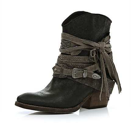 Maybe someone can do a little DIY to their boots and make something similar! Pin it if you do! Black wrapped buckle western ankle boots - ankle boots - shoes / boots - women