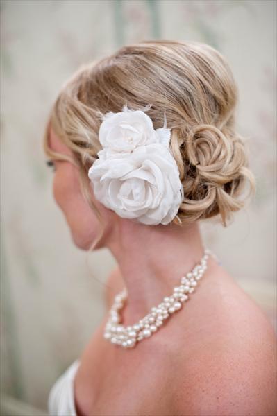 Love the hair flowers!