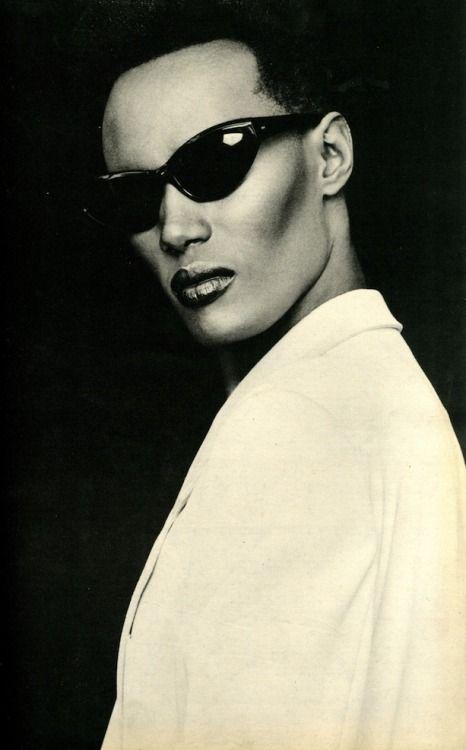 Grace Jones - www.remix-numerisation.fr - Rendez vos souvenirs durables ! - Sauvegarde - Transfert - Copie - Restauration de bande magnétique Audio
