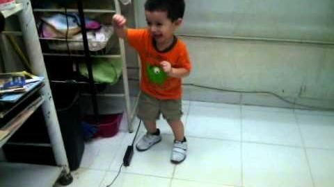 [►] VIDEO: (Videos de bebes chistosos bailando: Mi bebe bailando menea tu chapa) → http://diversion.club/videos-bebes-chistosos-bailando-bebe-bailando-menea-chapa/ → Videos de Risa, Videos Chistosos, Videos Graciosos