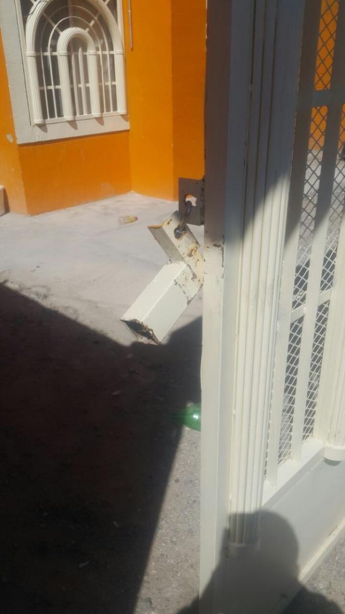 Municipales de Juárez arrestan a sujeto por violencia familiar y daños | El Puntero