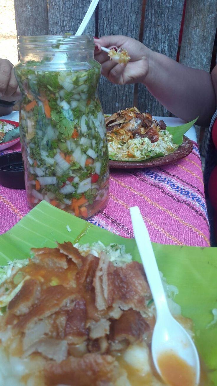 Yuca con chicharrón de Chalchuapa!! Chalchuapa,Santa Ana, El Salvador.