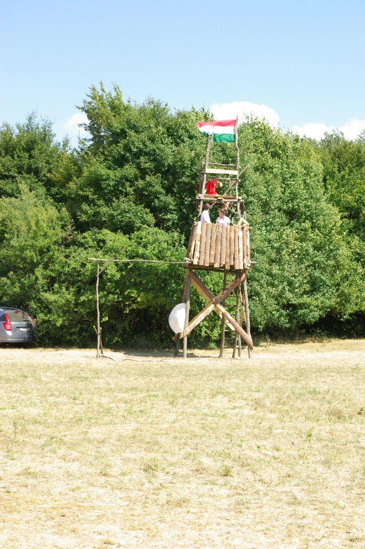 tábori építmény- Tárkányi Luca