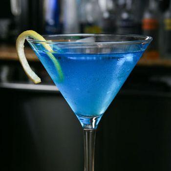 Видом напоминает голубые воды океана, а вкусом оправдывает взятое имя атолла