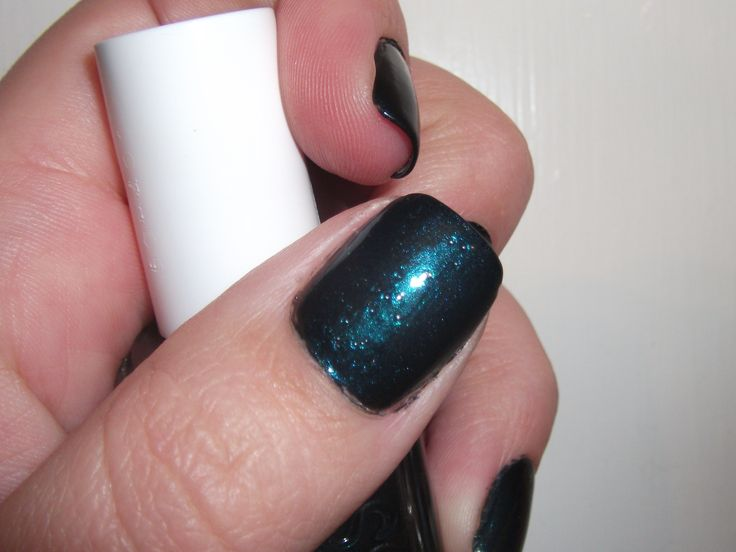 Bubbles in your nail polish: the reason & the remedy - I always have this problem! Stupid air bubbles!