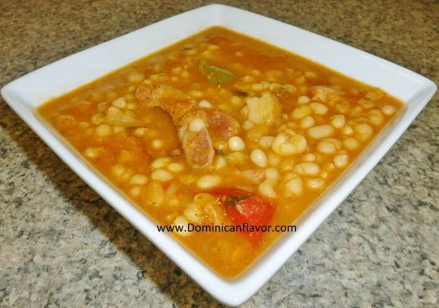 Dominican style Stewed White Beans/Habichuelas Blancas Guisadas Criollas | Delicious Dominican Cuisine