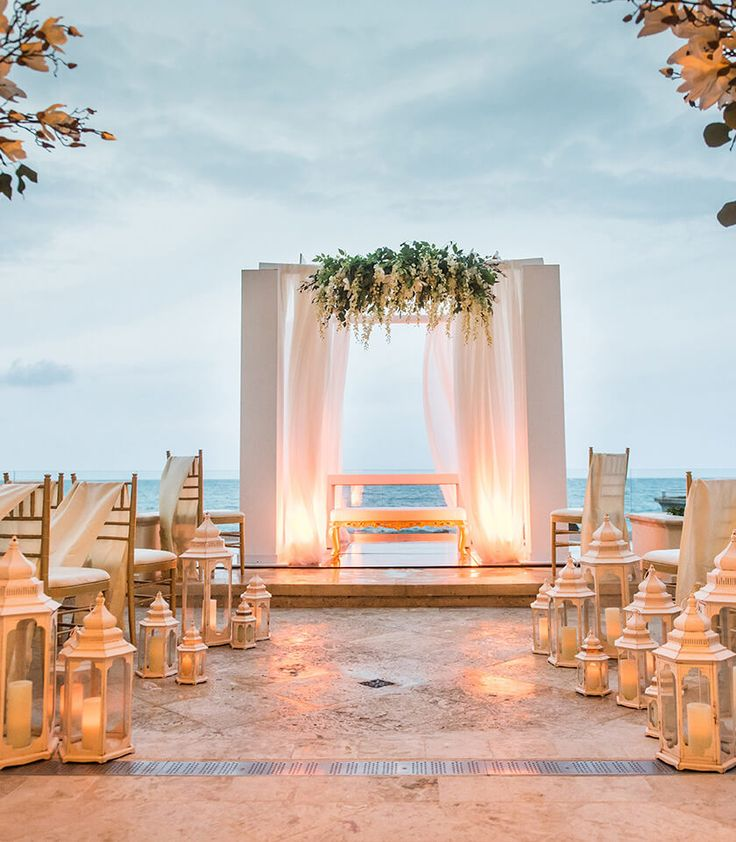 Condado vanderbilt weddings wedding in 2019 romantic for Hotel wedding decor