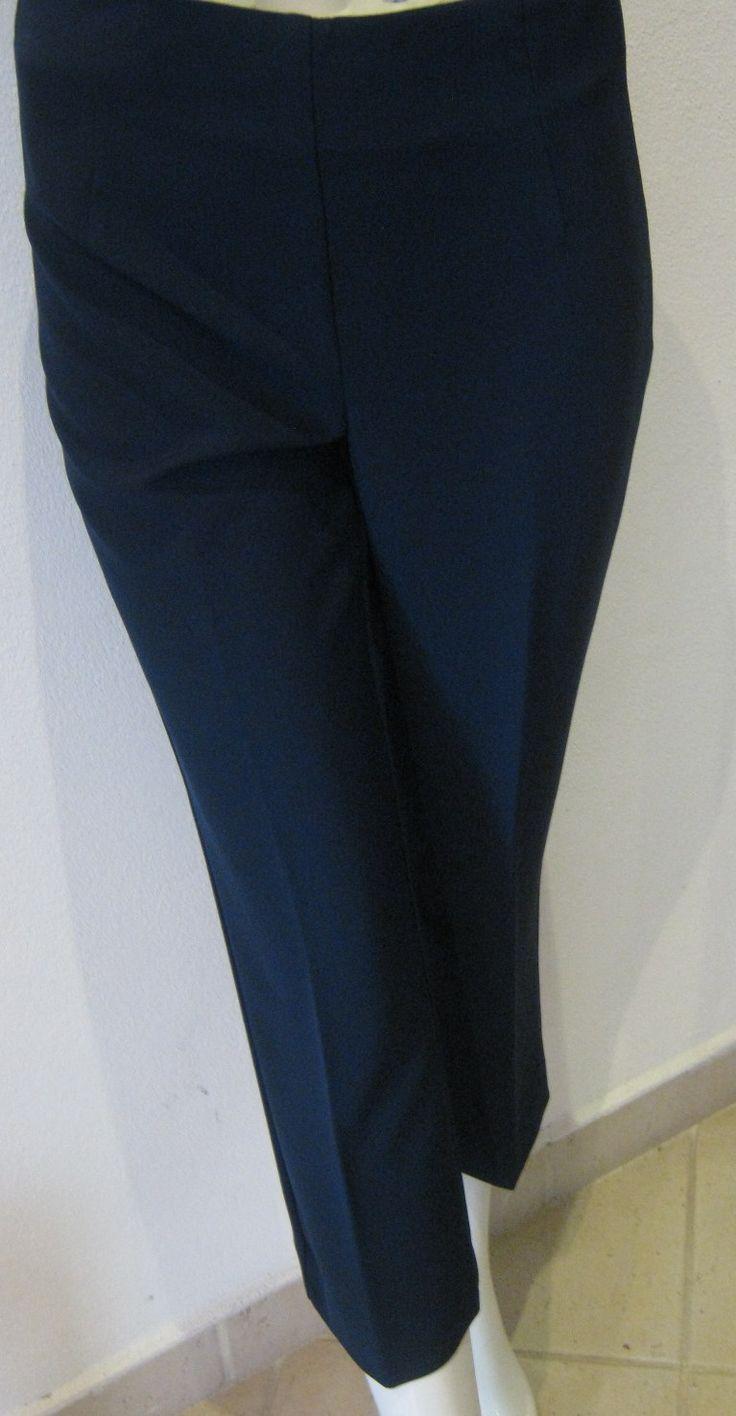 """Pantaloni """"Flirt"""" Taglia: 42,44 e 46 Colore:Blu Prezzo: € 68,00 scontato € 61,20"""