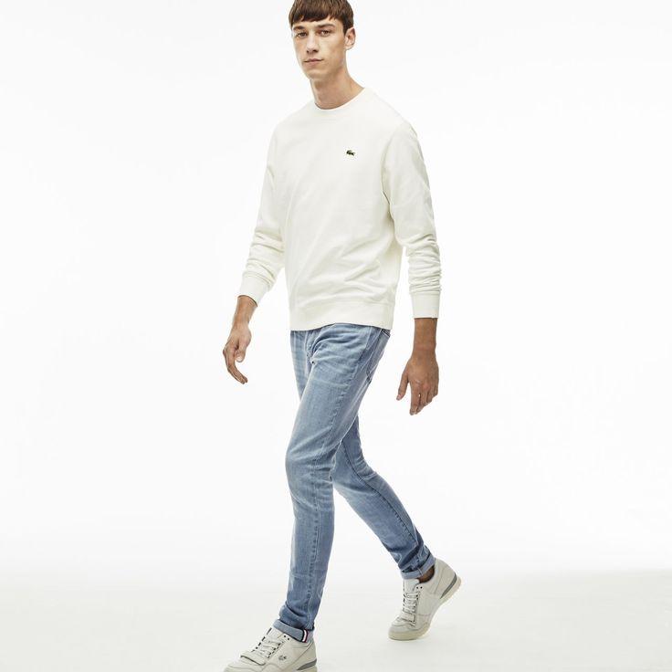 HERREN-JEANS MIT STRETCH LACOSTE L!VE: Diese Denim-Jeans mit Stretch und fünf Taschen darf in keiner Herrengarderobe fehlen. Elegant und sportlich kombiniert mit einer Umhängetasche.