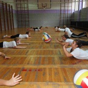 Niecodzienny gość na lekcji WFu potrafi naprawdę dobrze zmotywować do ćwiczeń! Kto to taki? Jak przebiegała lekcja? Zobaczcie na blogu szkoły podstawowej w Kobylnicy:  http://blogiceo.nq.pl/spkobylnicakou/2013/11/05/siatkarski-gosc/