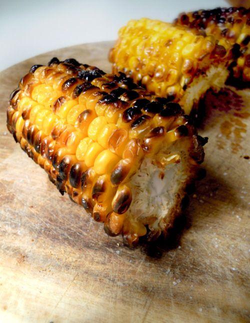BBQ CORNCOB • pannocchia / corncob • sale / salt • burro / butter Accendere il barbecue, disporre la pannocchia sulla griglia. Quando si è arrostita, spennellare con burro e salare. ______ Turn on the...