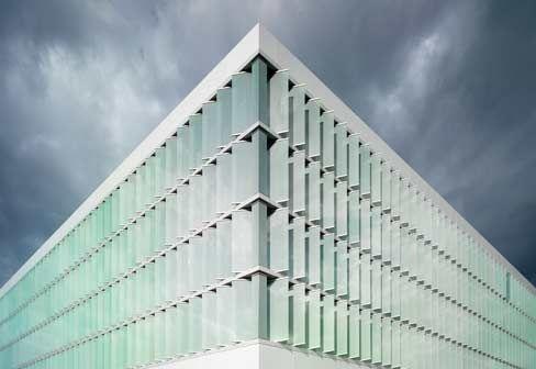 """Lamellenhaus"""", Nycomed GmbH, Konstanz; photos © Tanfik Kenan  Architect: Petzinka Pink Architekten, Düsseldorf    FLEXIBLE GLASS."""