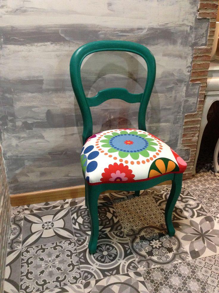 Silla isabelina pintada con chalk paint y cera clara