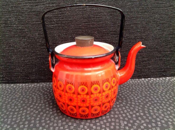 Kaj Franck For Arabia Finel Red Daisy Teapot / Kettle Finland Mid Century Modern circa 1960 by Onmykitchentable on Etsy https://www.etsy.com/uk/listing/222760627/kaj-franck-for-arabia-finel-red-daisy
