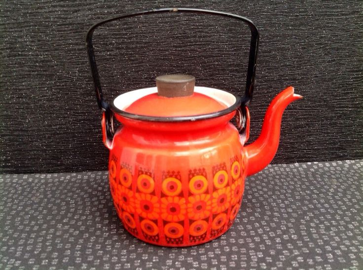 Kaj Franck For Arabia Finel Red Daisy Teapot / Kettle Finland Mid Century Modern circa 1960 by Onmykitchentable on Etsy https://www.etsy.com/uk/listing/222760627/kaj-franck-for-arabia-finel-red-daisy