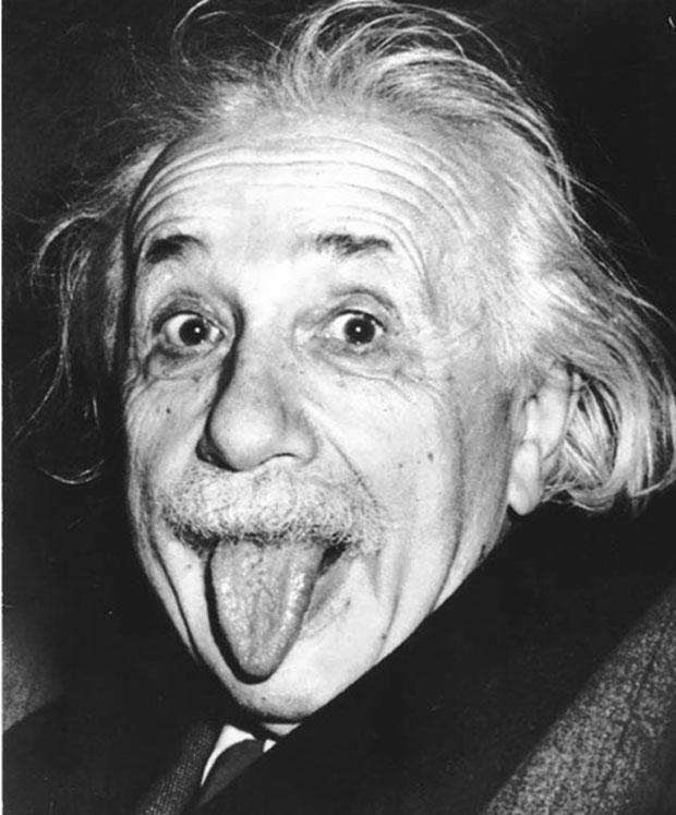 Albert Einstein né le 14 mars 1879 à Ulm, Wurtemberg, et mort le 18 avril 1955 à Princeton, New Jersey est un physicien théoricien qui fut successivement allemand, apatride (1896), suisse (1901) et helvético-américain (1940).  Il publie sa théorie de la relativité restreinte en 1905, et sa théorie de la gravitation dite relativité générale en 1915. Père de l'équation E=mc2, qui établit une équivalence entre la matière et l'énergie d'un système.