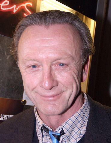 Hidde Maas 29-07-1944 Nederlands acteur.  Maas maakte zijn televisiedebuut in De Arme Dieven (1966). Op het witte doek speelde hij in films als Moord in extase (1984), Wildschut (1985), Amsterdamned (1988) en The Delivery (1999). In de jaren 80 en 90 had hij een hoofdrol in de serie Spijkerhoek, waarin Maas Gerard Verlinden speelde. https://youtu.be/ZUZC3RUbZZY