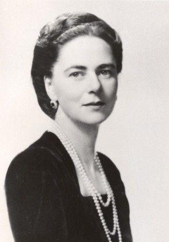 Ileana de Roumanie, née le 5 janvier 1909 à Bucarest (Roumanie) et décédée le 21 janvier 1991 à Youngstown dans l'Ohio (États-Unis), est la fille du roi Ferdinand Ier de Roumanie et de Marie d'Édimbourg.