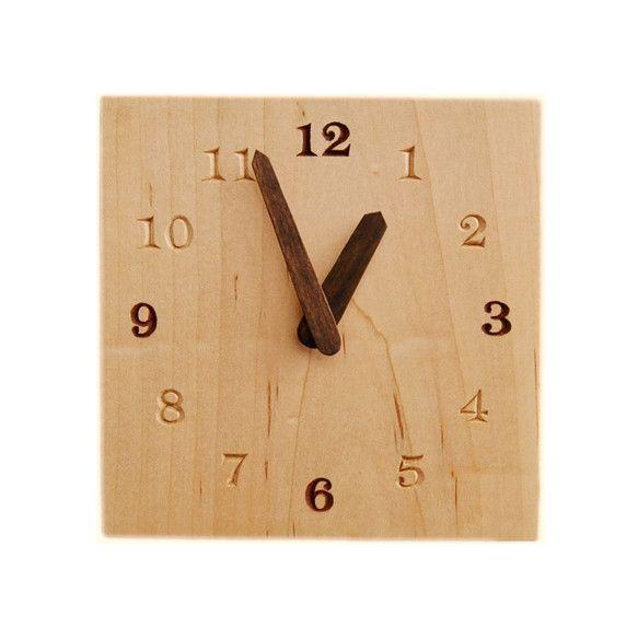 木の種類 : メープルサイズ : 15.0cm X 15.0cm板厚 : 4.0cm塗装 : ナチュラルオイル厚みがあるので置き時計にも出来ます。12時・3時...|ハンドメイド、手作り、手仕事品の通販・販売・購入ならCreema。