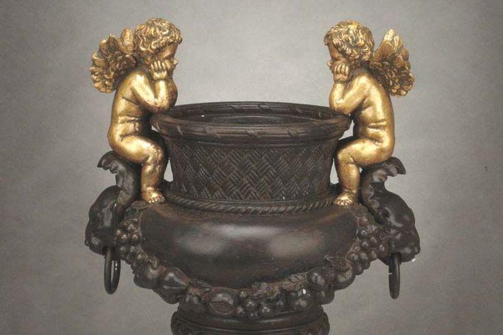 Duża Stylowa Waza z Figurami Amorów / Large Stylish Vase with Figures Amorów