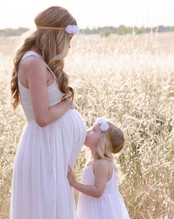 Платье для беременных - дочь целует живот