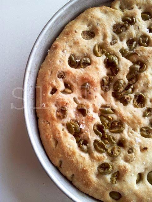 PAN X FOCACCIA - Panfocaccia ai cereali con olive e timo  Vai alla ricetta: http://slelly.blogspot.it/2014/09/pan-x-focaccia-panfocaccia-ai-cereali.html