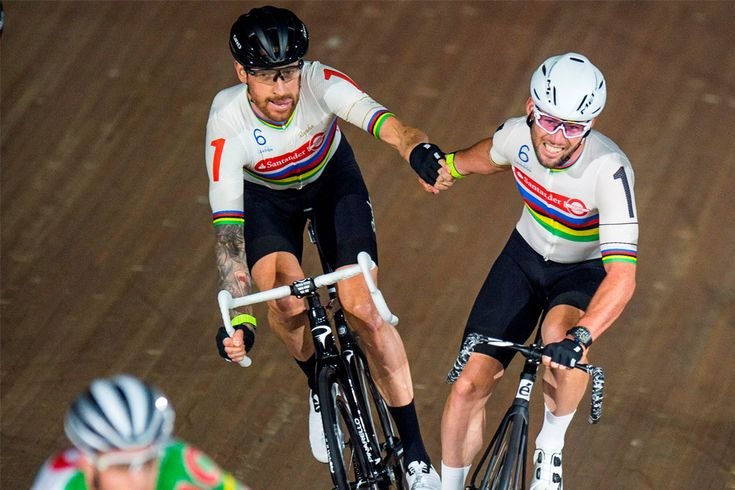 Sir Bradley Wiggins and Mark Cavendish in the Madison at the 2016 London Six Day. >>A brilliant team effort by these giants AGAIN but this time to win the Ghent Six Day Event 2016. Thanks to Cycling Weekly for sharing this pin. MAKETRAX.Net - Cycling GREATS