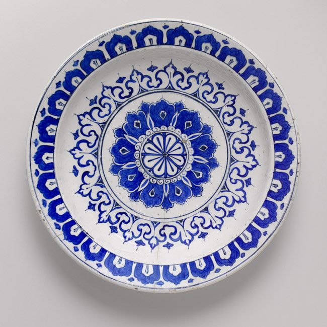 Plate, ca. 1580 Iznik, Turkey Fritware, polychrome painted under a transparent glaze