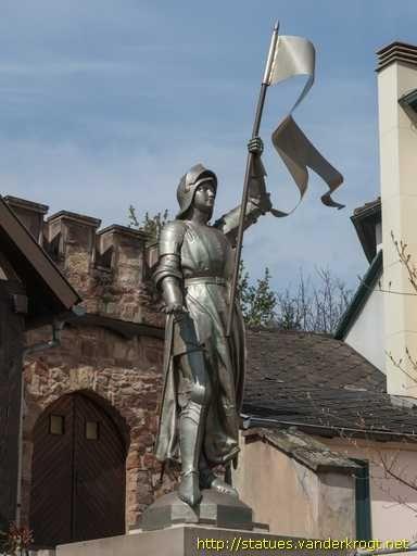 Jeanne d'Arc - Monument aux morts. Alsace