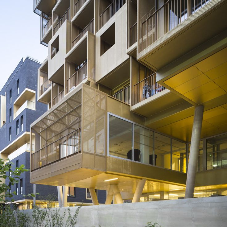The guiding principles of these student halls of residence were standardisation, self-regulation and a maximisation of internal space. This project, with its 156 rooms in an 8-storey building taking up almost the entire plot, is no exception to this r