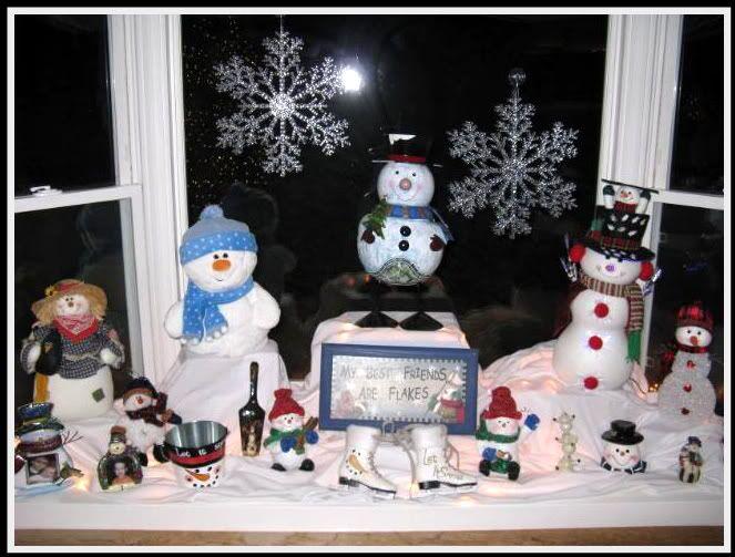 Christmas decorating - bay window | .Christmas & Winter | Pinterest