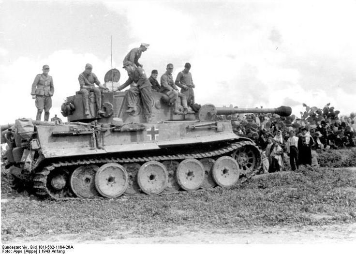Photo German Tiger I Heavy Tank Crew Resting Tunisia