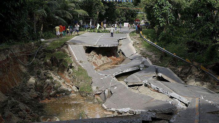 """Мощные тайфуны """"Майндулл"""" и """"Компасу"""", обрушились ..."""