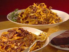 Get this all-star, easy-to-follow Short Ribs with Tagliatelle recipe from Giada De Laurentiis