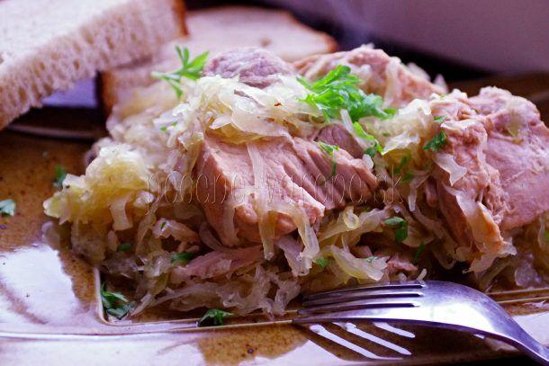 Mäso v kyslej kapuste   Pečené-varené.sk