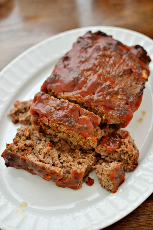 This meatloaf recipe is easy with just a few simple ingredients but with a whole lot of tasty flavor. #meatloaf #dinner #burgerrecipes #hamburger