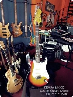excellent playabilitie, origin vintage guitar with his use of trace and dings and dongs. but the sound with the origin MAXON pickups, makes this guitar unbeatable.