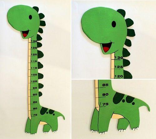 Medidor infantil Dinosaurio : Medidor infantil de madera de okume de 1 cm de espesor y 95 cm de alto. Este modelo Dino está fabricado a mano y puedes elegir el color que más te guste. U