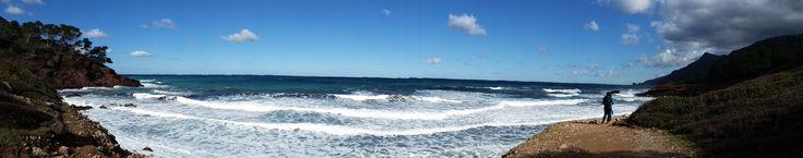 La playa en es Port des Canonge no es de arena sino de gravilla y cantos rodados