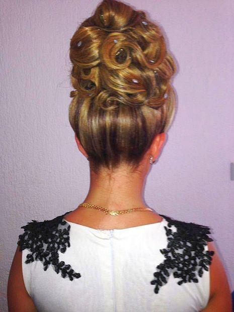 chignon choucroute blond avec perle