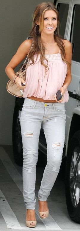 Who made  Audrina Patridge's ripped skinny jeans, cork pumps and nude purse that she wore in Los Angeles on May 28, 2010?
