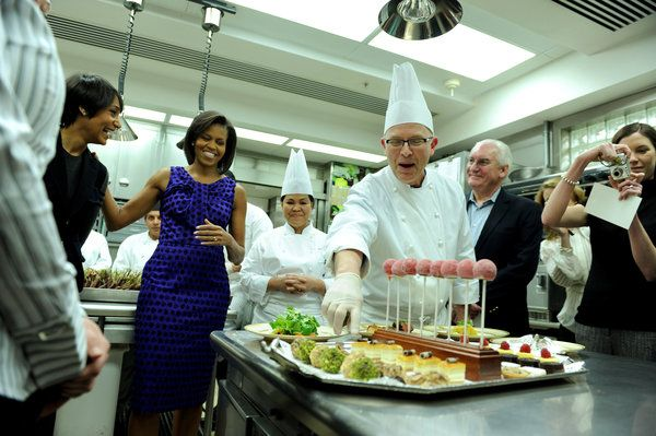 Bill Yosses, who is stepping down as the White House pastry chef, described the offerings for an upcoming formal dinner to Michelle Obama and culinary students in 2009. Credit Pool photo by Kevin Dietsch Pastry Chef to Obamas Hanging Up His Whisk - NYTimes.com